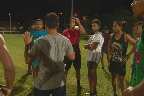 Les joueurs de l'Académie à l'entraînement au Pont-des-Français.