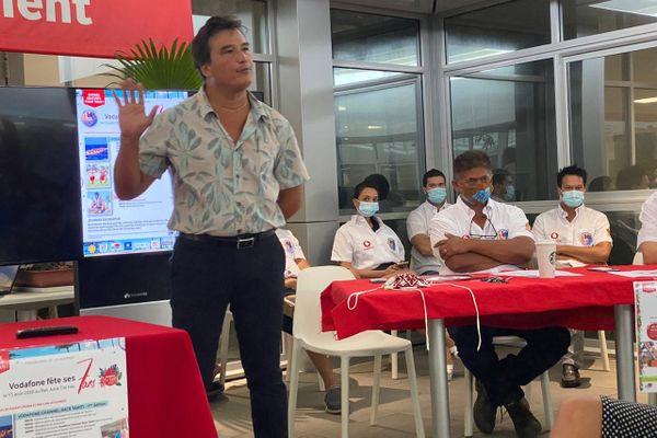 Patrick Moux et le staff Vodafone