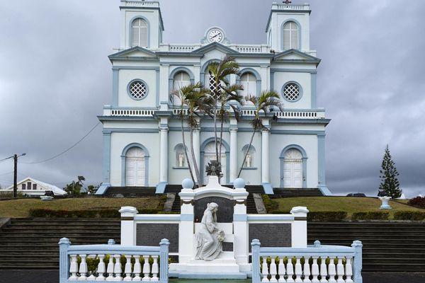 Le monument aux morts coloré de Sainte-Marie