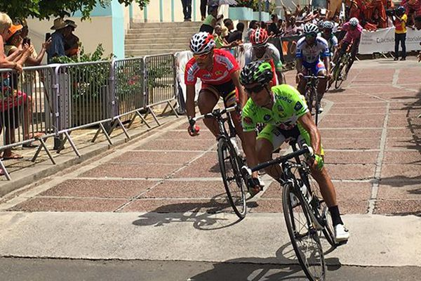 Peloton cycliste tour 2016