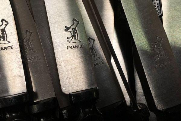 couteaux chien