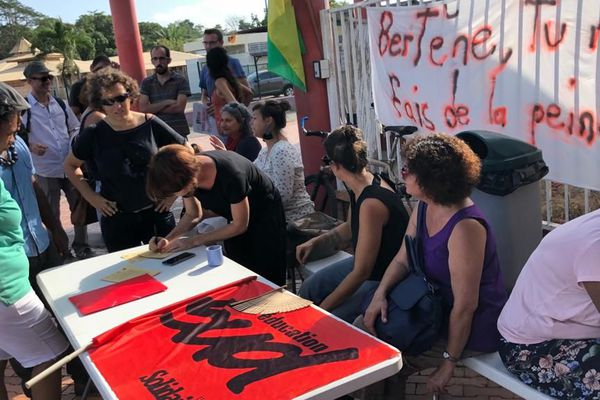 Grève au lycée Bertène Juminer à Saint-Laurent