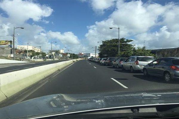 File de voiture sur les routes