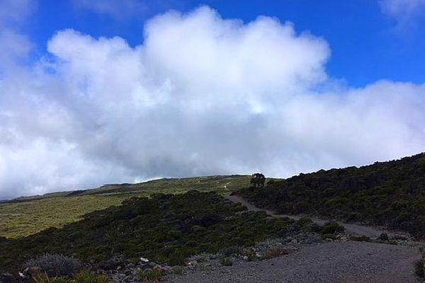 Maïdo sous les nuages