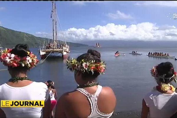 Hokule'a fait escale à la presqu'île de Tahiti
