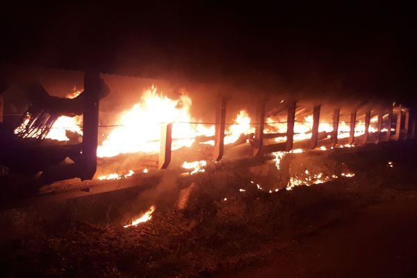 Kouaoua: serpentine en proie aux flammes dans la nuit du 7 au 8 mai