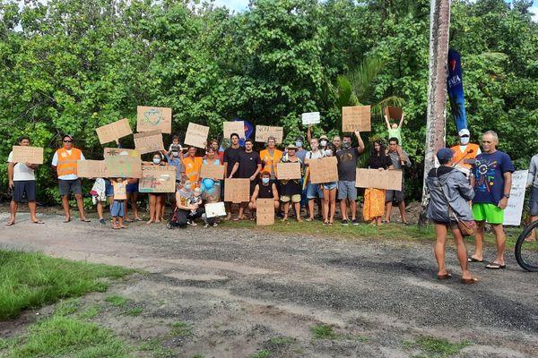 Des associations de protection de l'environnement marchent contre le projet de centre commercial de Maharepa