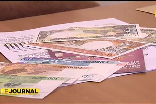Les anciens billets de banque quittent la scène