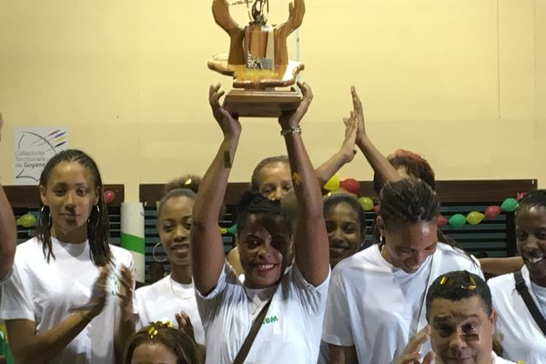 handball sélection martinique femme trophée