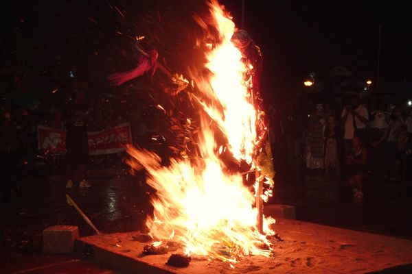 Mercredi des cendres: Vaval brûle