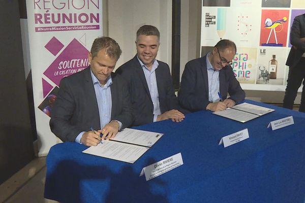 Signature convention Région musée du Louvre