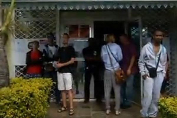 Des habitants du Mouffia bloquent la circulation pour se faire entendre