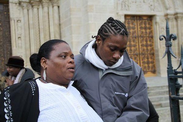La maman de Clarissa et son fils