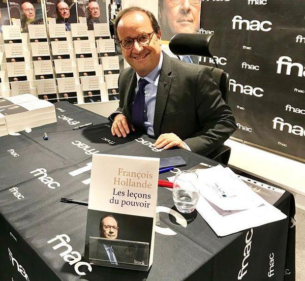 François Hollande en dédicace à Sainte Marie