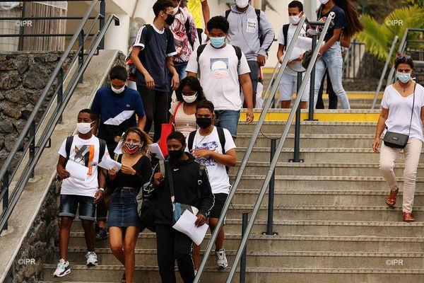 lycéens covid masque