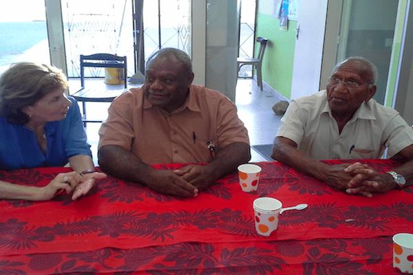 Trois maires à Poya