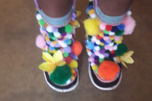 """""""Crazy Shoes Day"""" bottes pompons"""