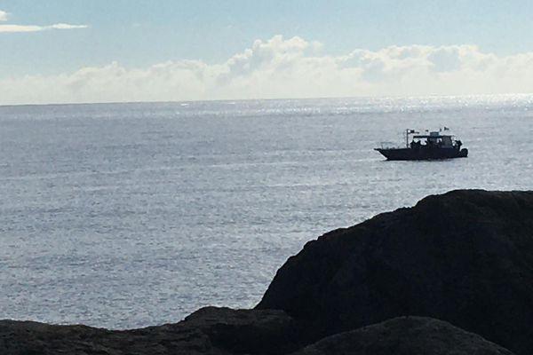 Opération nettoyage terrestre et aquatique littoral du Port bateau au large