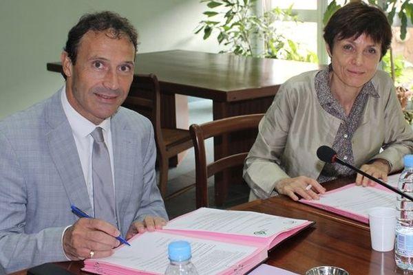 Chantal de Singly (ARS OI) et Thierry Terret (académie de La Réunion) s'engagent pour promouvoir la santé dans les établissements scolaires