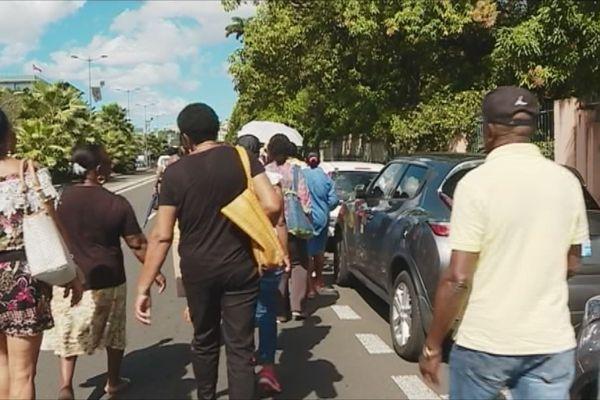 Des personnes dans la rue
