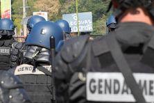 Des gendarmes mobiles en renfort à Mayotte, en 2014.