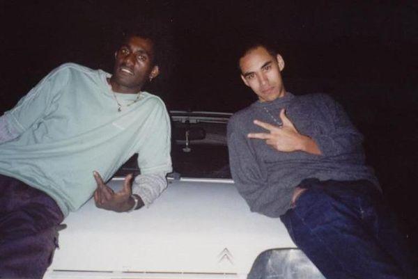 L'ado fait même partie d'un groupe de rap pendant un temps, les Watneg menés par Resh