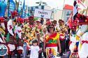 Team Tahiti défile aux Championnats du Monde de surf