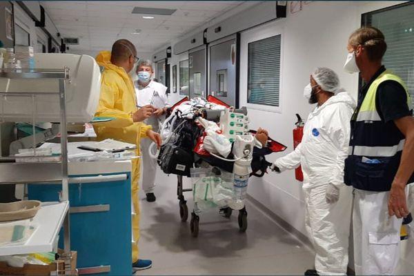 Malade COVID / CHUM / hôpital