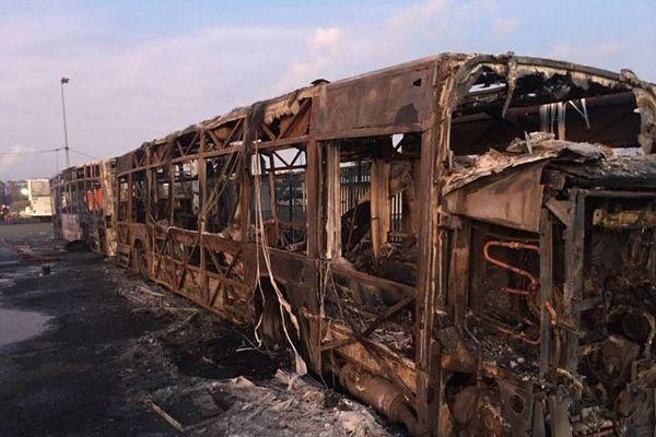 Deux bus Mozaik incendiés