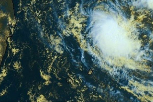 La dépression tropicale présente au Nord-Est de La Réunion est baptisée Chalane