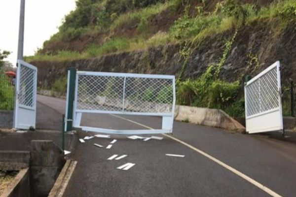 Vaitavere portail vandalisé