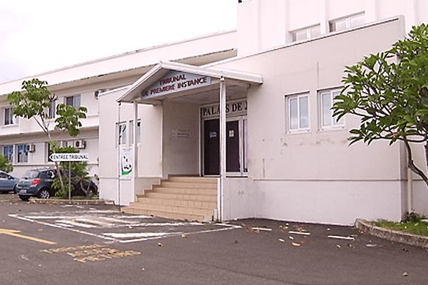 entrée tribunal de Nouméa