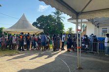 File d'attente au bureau de vote n1 à Apatou le 12 septembre