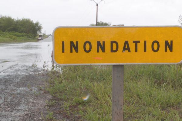 Inondations sur la route de Mana