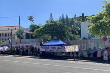 """Sur une des banderoles : """"On n'est pas des terroristes, ni des radicalisés""""."""