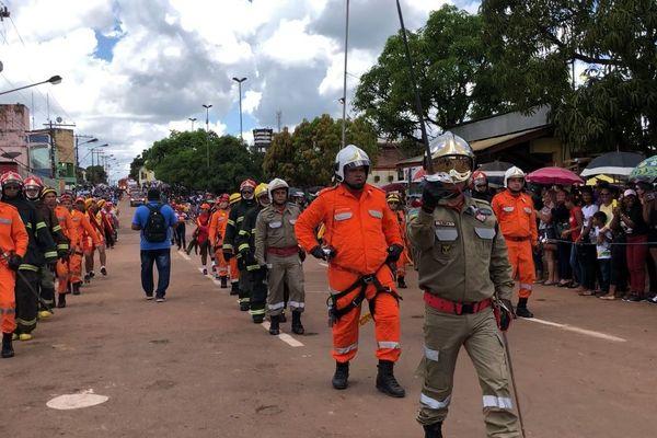 Défilé des bomberos le 9 septembre à Oiapoque