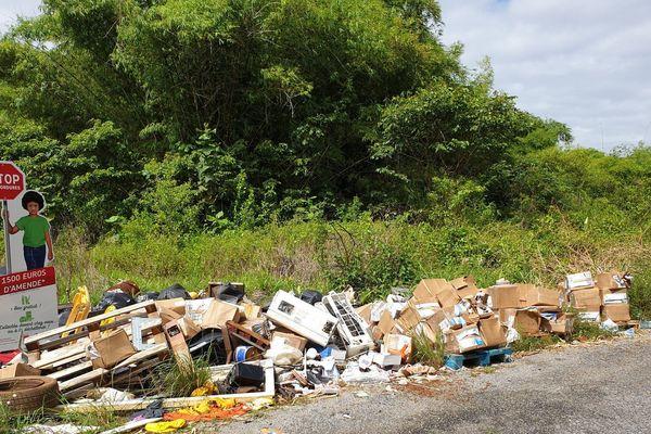 Dépôt d'ordure sauvage, pointe Liberté à Macouria