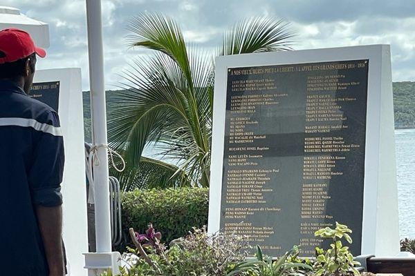 Lifou célèbre le 14 juillet et inaugure la stèle du monument aux morts