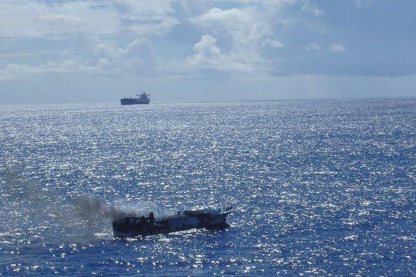 20171025 Navire en feu sauvetage
