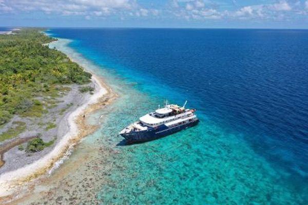 Un bateau de croisière s'échoue sur le lagon de Kauehi