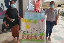Zaïtoune et Pascale récoltent des jouets pour les enfants malades.