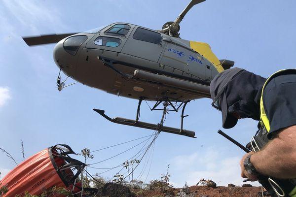 Feu du Mont-Dore, un hélicoptère bombardier d'eau,, 3 décembre 2019.