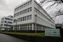 Siège de Glencore dans la banlieue de Zurich. Le négociant Suisse détient 49 % de l'usine de nickel du Koniambo en Nouvelle-Calédonie