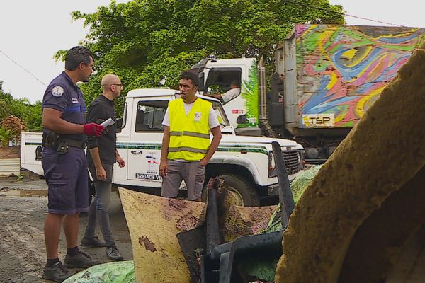 Avec sa brigade verte, Mahina fait la chasse aux pollueurs
