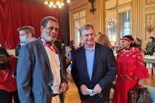 L'éditeur Jean Benoit Desnel en compagnie du maire de Paris 6e, Jean Pierre Lecoq.