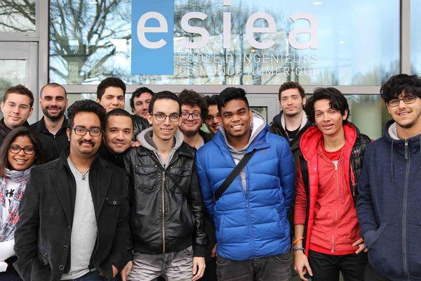 Etudiants réunionnais à l'ESIEA (Ecole d'ingénieurs du monde numérique)