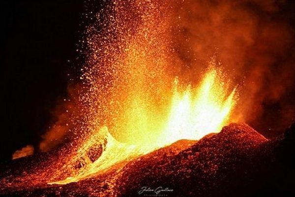 Eruption piton de la Fournaise 1