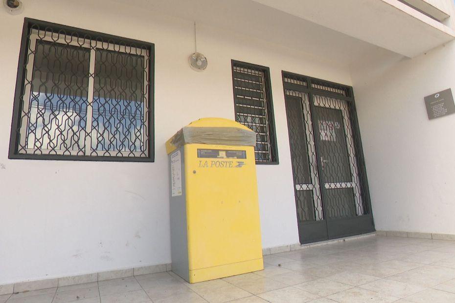 Vieux-Bourg : le bureau de Poste maintenu grâce à la mobilisation d'un quartier - Guadeloupe la 1ère