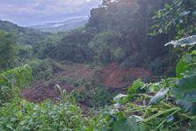 Sainte-Marie : route affaissée entre les quartiers Bezaudin et Reculée.