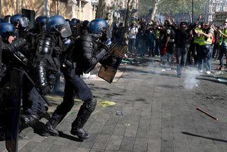 Policiers et manifestants à Paris